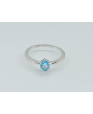 9ct White Gold & Topaz Ring